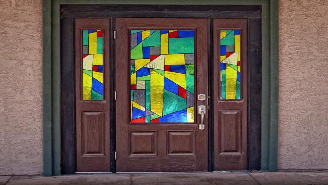 Bejárati ajtó absztrakt mintával